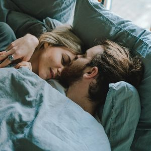Couple qui dort / Toa Heftiba / Unsplash